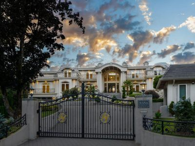 holly-calderwood-front-gate